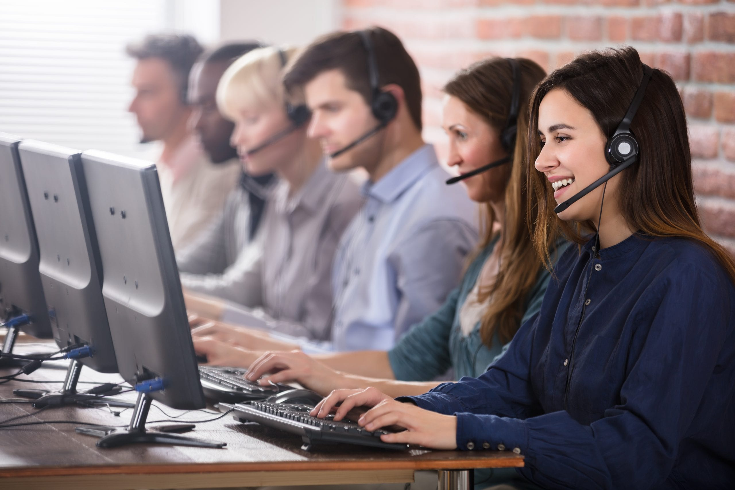 The Many Benefits Mid-Sized Contact Centers Offer